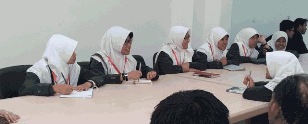 زار أمس الأحد الموافق 3من فبراير 2013 م وفد طلاب من اندونيسيا في المرحلة الثانوية وعدده 26 طالب وطالبة ويقمون بزيارة مصر وخاصة جامعة الأزهر حتى يتعرفوا على الكليات التي […]
